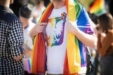 90-latek przeciwko homofobii! Tata Zawadzkiej popiera społeczność LGBT, spotkały go jednak obrzydliwe komentarze.
