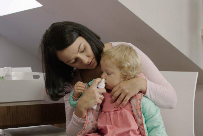 Jedną z form terapii chorego nosa jest podawanie donosowych preparatów•123rf.com