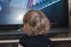 Im więcej czasu dziecko spędza przed telewizorem, tym większe problemy ze skupieniem uwagi