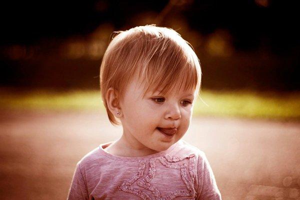 Fot. Pixabay / [url=https://pixabay.com/en/kid-girl-child-little-cute-young-450849/]RKozanecki[/url]/[url=https://pixabay.com/en/service/terms/#usage]CC0 Public Domain[/url]