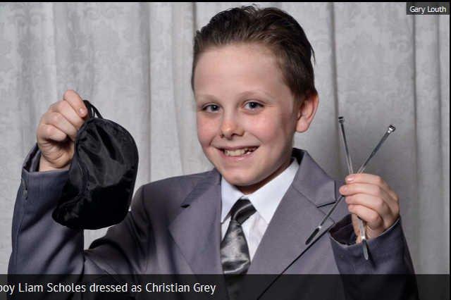 """Szkoła ukarała chłopca. Przebrał się za bohatera """"50 twarzy Greya"""""""