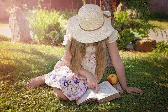 Fot. Pixabay / [url=https://pixabay.com/pl/osoby-człowiek-dziecko-dziewczyna-987557/]Pezibear[/url] / [url=https://pixabay.com/pl/service/terms/#usage]CC0 Public Domain[/url]