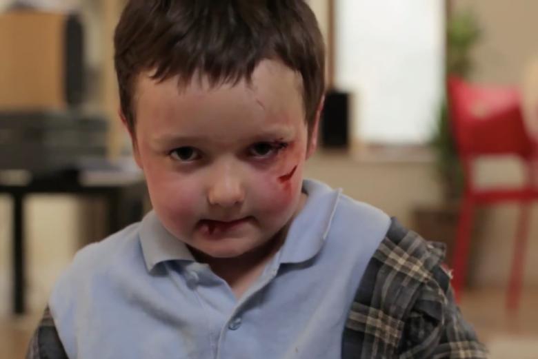 """""""Nie mogę się doczekać aż dorosnę""""- hasło kampanii przeciwko przemocy wobec dzieci w Irlandii"""