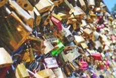 Fot. Pixabay.com / [url=https://pixabay.com/en/love-locks-love-love-castle-symbol-825054/]Snufkin[/url] / [url=https://pixabay.com/en/service/terms/#usage]CCO Public Domain[/url]