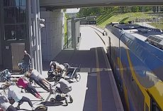 Kilkanaście kobiet z dziećmi przeprowadziło trening… na peronie.