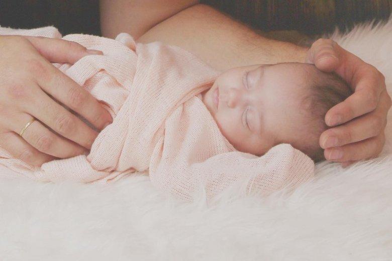 Masaż jest ważnym rytuałem w życiu małego dziecka.