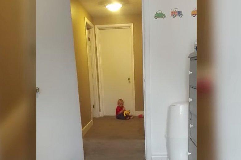 Prosty trik jak nauczyć dziecko chodzić.