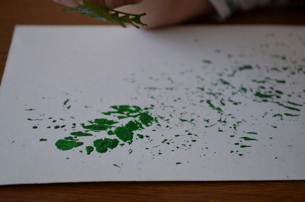 Efekt dziecięcej zabawy z liśćmi