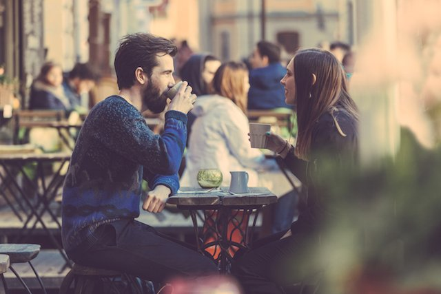 Fot. [url=http://www.shutterstock.com/pic-274687205/stock-photo-hipster-couple-drinking-coffee-in-stockholm-old-town-they-re-sitting-face-to-face-the-man-is.html?src=csl_recent_image-6]William Perugini[/url]/Shutterstock