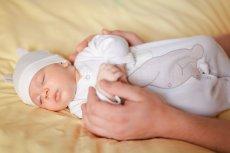 Wyprawka dla niemowlaka to spore wyzwanie i wydatek dla rodziców. Wskazujemy niezbędne rzeczy, które trzeba kupić