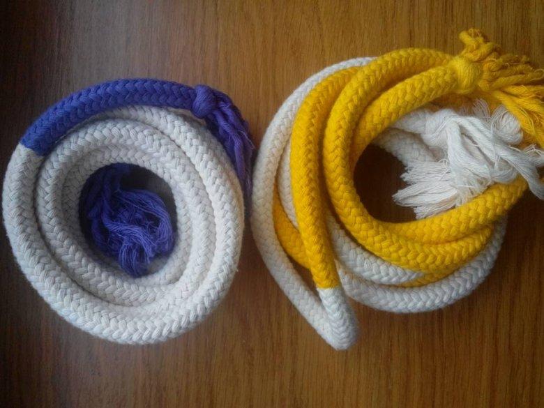 W capoeira kolejne stopnie zaawansowania są oznaczane sznurami.