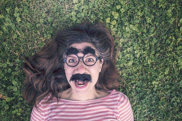 Fot. Pixabay / [url=https://pixabay.com/pl/grymas-zabawna-wyra%C5%BCenie-maska-388987/] RyanMcGuire [/url] / [url=https://pixabay.com/pl/service/terms/#usage]  CC0 Public Domain [/url]