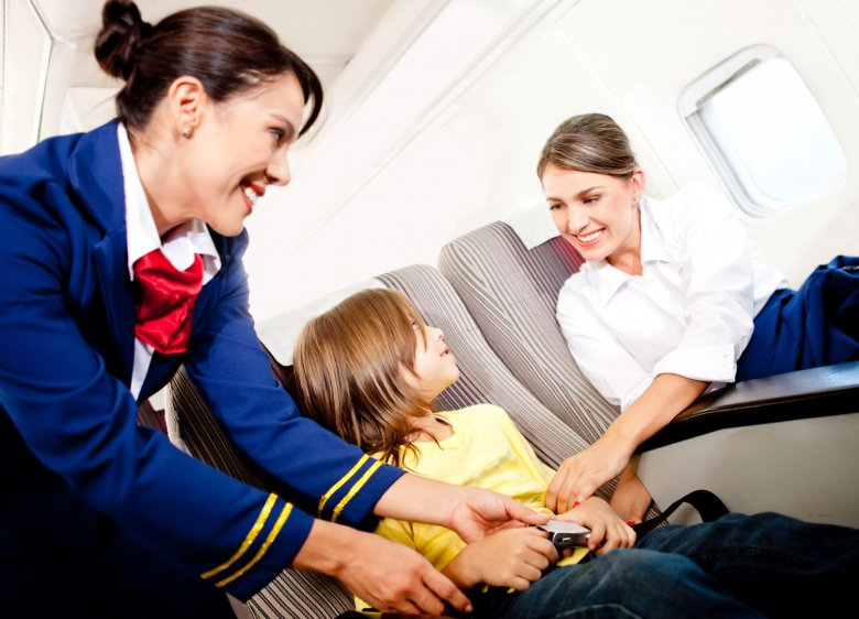 Specjalna eskorta oferowana jest w przypadku podróży dzieci od 8-ego dnia życia aż do ukończenia 5 lat.