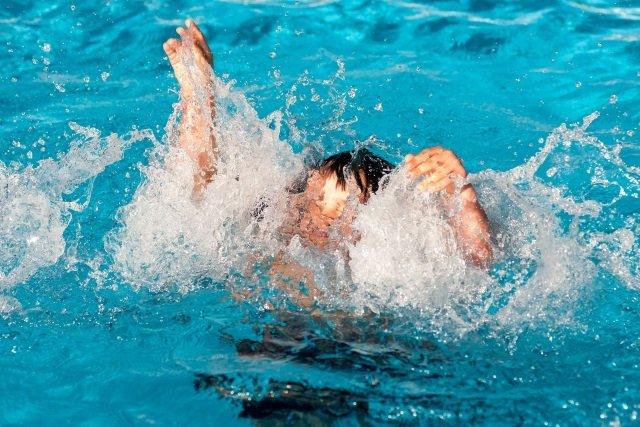 Wyjście na basen to świetna zabawa dla całej rodziny, ale przede wszystkim musi być bezpieczna.