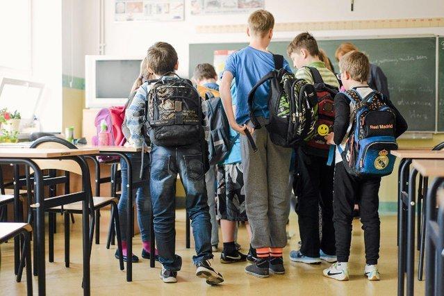 """Afera o """"dzień Spódniczki"""" w poznańskiej podstawówce. Rodzice mieli w niej dostrzec przemycanie ideologii gender..."""