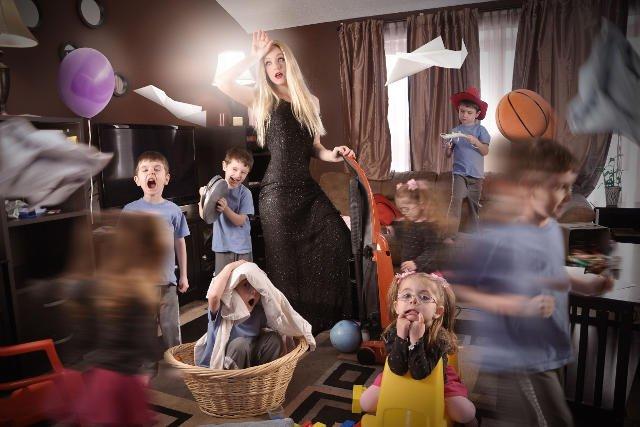 Sprząta, gotuje, pomaga w lekcjach, pilnuje rachunków, organizuje rozrywkę dla dzieci i dorosłych…