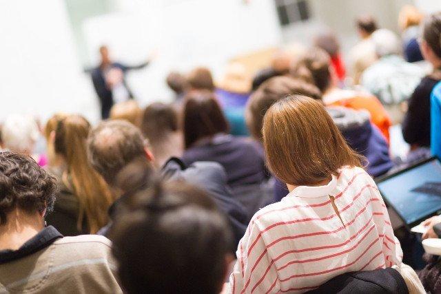 """Studenci Uniwersytetu Śląskiego byli zaskoczeni tym, czego """"uczy"""" ich pani profesor socjologii"""