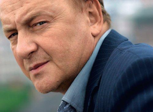 Janusz Leon Wiśniewski: naukowiec i pisarz.