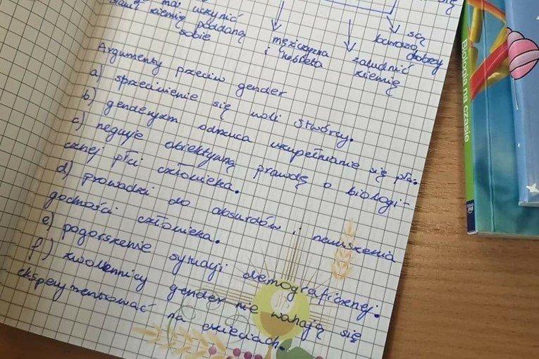Treść notatek z lekcji religii oburza. Co na to szkoła?