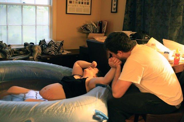 Kobiety, którym podczas porodu towarzyszył partner, są zazwyczaj zadowolone z jego obecności.