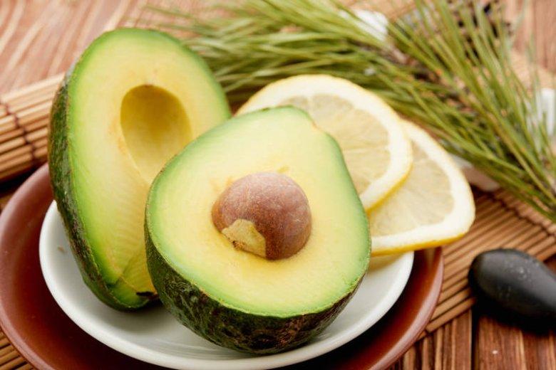Awokado zawiera witaminę E, a cytryna - C. Jeśli je połączymy uzyskamy najlepszą miksturę przeciwstarzeniową!