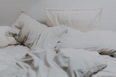 Bakterie z ubrań i bielizny do łóżka - oto przyczyna infekcji i wysypek