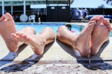 Darmowy basen dla czerwonopaskowców to nagradzanie lepszych czy dyskryminacja słabszych?
