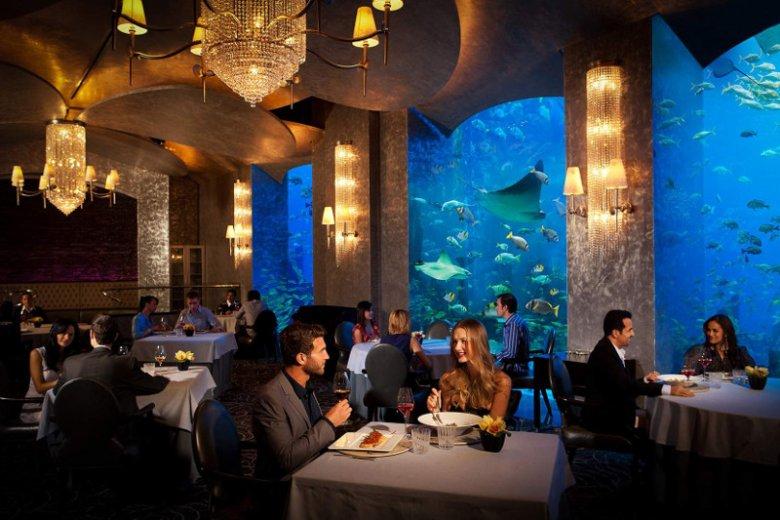 Dubaj, turystyczna enklawa Zjednoczonych Emiratów Arabskich, słynie również z kulinarnych atrakcji.