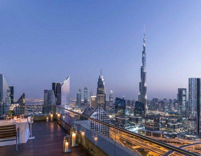 Widok na Dubaj z 42 piętra hotelu.