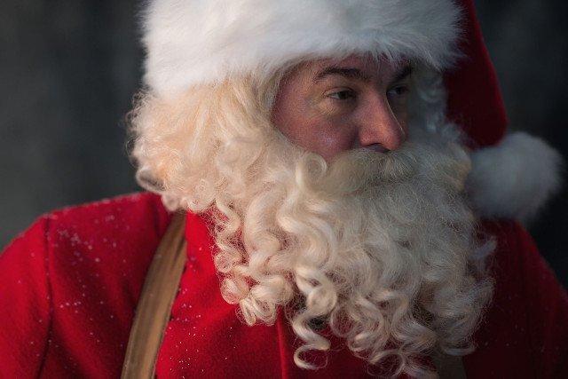 Dzieci przechwalają się prezentami od Świętego Mikołaja. Droższy prezent dla grzecznego dziecka