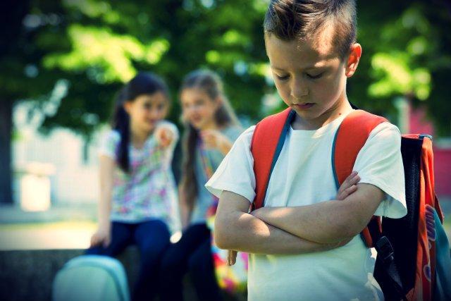 Przemoc w szkołach rośnie lawinowo. Niemal 60 proc. dzieci doświadczyło dokuczania przez innych uczniów.