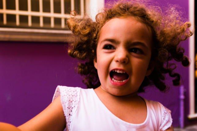 Krzyk ma różne funkcje. Może wyrażać emocje - złość, zdenerwowanie, frustrację, uczucie niesprawiedliwości, bunt lub po prostu gniew.