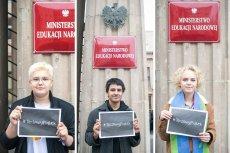 Od lewej: Leo Kulicki, Elliot Ruiz Vidales i Nina Szewczyk pod Ministerstwem Edukacji Narodowej