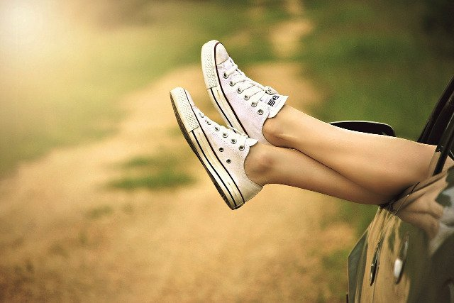 Fot. Pixabay / [url=https://pixabay.com/en/legs-window-car-dirt-road-relax-434918/]Greyerbaby[/url] / [url=https://pixabay.com/service/terms/#usage]CC0 Public Domain[/url]