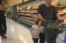 Szokujące zdjęcia, ojciec ukarał córkę w okrutny sposób.