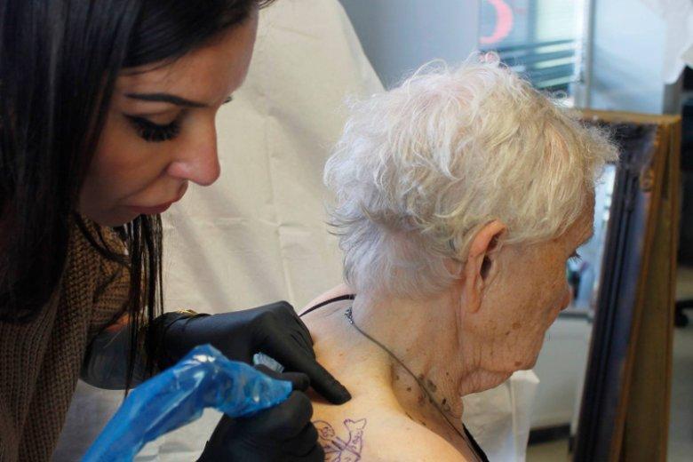 Tatuaż W Wieku 83 Lat Czemu Nie 83 Latka Zaszalała W