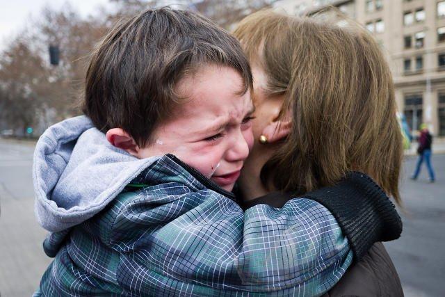 Dzieci doświadczają nowej emocji, złości i nie mają jeszcze wykształconego mechanizmu radzenia sobie z nią.
