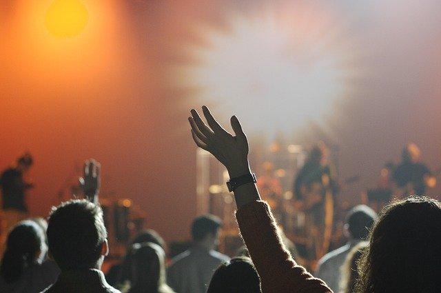 Fot. Pixabay / [url=https://pixabay.com/pl/grupy-odbiorc%C3%B3w-koncert-muzyka-868074/]Unsplash[/url] / [url=https://pixabay.com/pl/service/terms/#usage]CC0 Public Domain[/url]