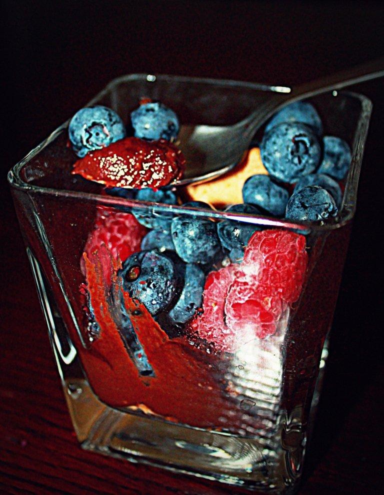 czeko-awokada z owocami