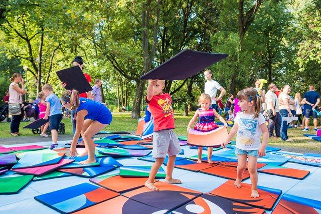 Wizyta w Krainie Kinder Niespodzianki to świetna zabawa dla całej rodziny