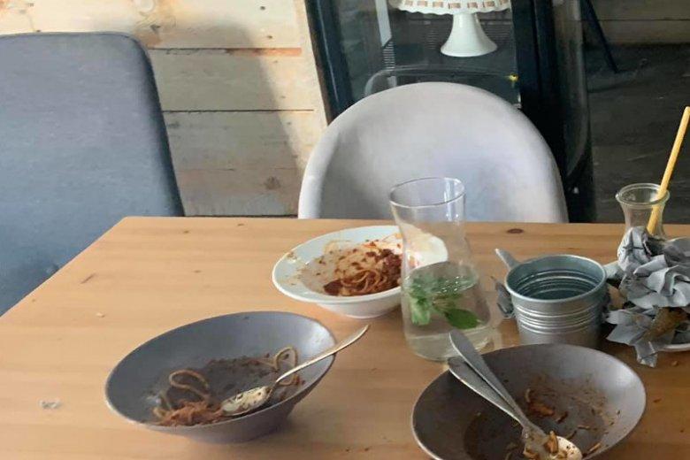 Tak wygląda restauracja po wizycie rodziny z dziećmi