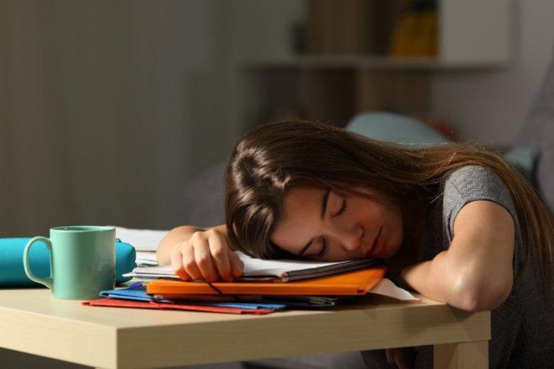 Co powoduje późne chodzenie spać?