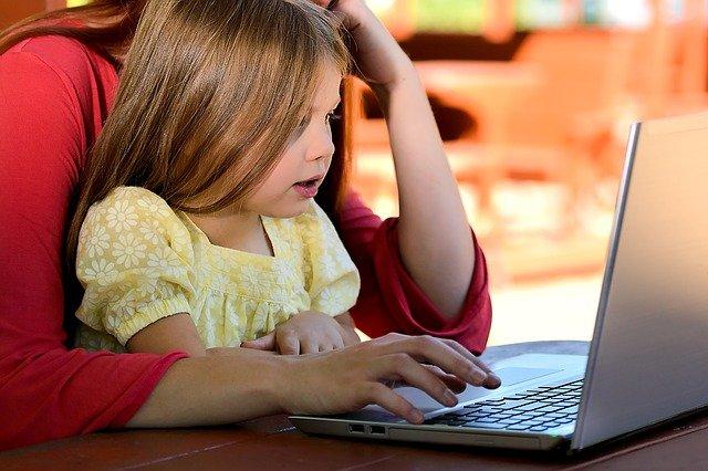 Fot. Pixabay / [url=https://pixabay.com/en/child-girl-young-caucasian-1073638/]alphalight[/url] / [url=https://pixabay.com/en/service/terms/#usage]CC0 Public Domain[/url]