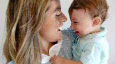 Karolina pomaga swojemu dziecku zaakceptować znamię na twarzy.