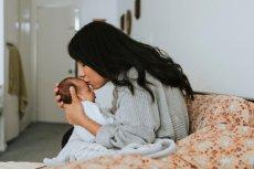Co robi mama, gdy siedzi z dzieckiem w domu?