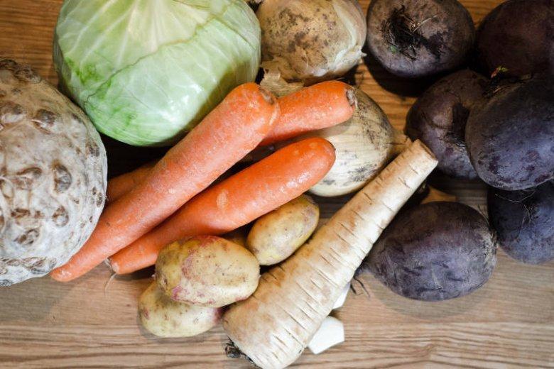 Zamień warzywa chłodzące, na te rozgrzewające. Najlepiej korzeniowe.