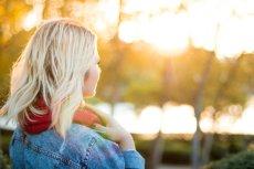 Fot. Pexels / [url=https://www.pexels.com/photo/sunset-woman-girl-blonde-18895/]Adrianna Calvo[/url]/[url=https://www.pexels.com/photo-license/]CC0 License[/url]