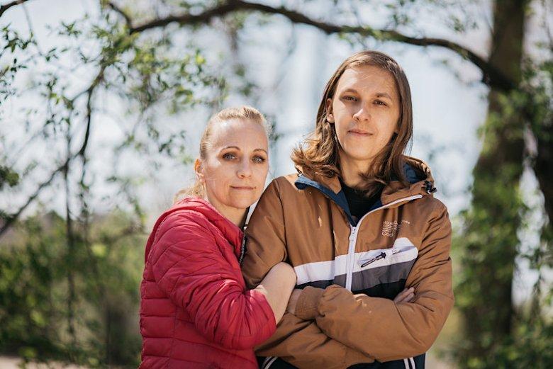 Joanna Chmielewska z synem Kacprem Chmielewskim. Kacper od urodzenia choruje na astmę ciężką.