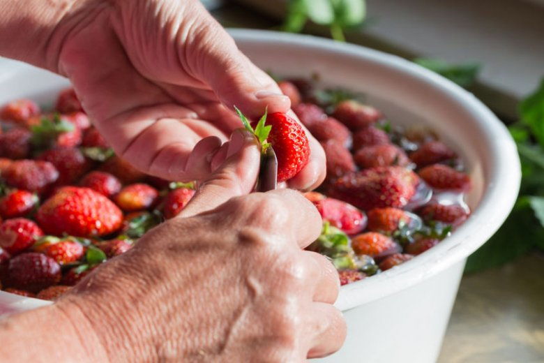 Jak prawidłowo myć truskawki?