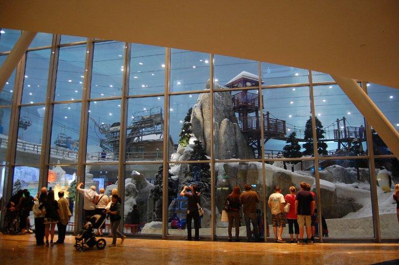 Ski Dubai, kryty ośrodek narciarski w centrum handlowym Mall of the Emirates, to obowiązkowy punkt programu na świąteczno-sylwestrowym wyjeździe do Dubaju